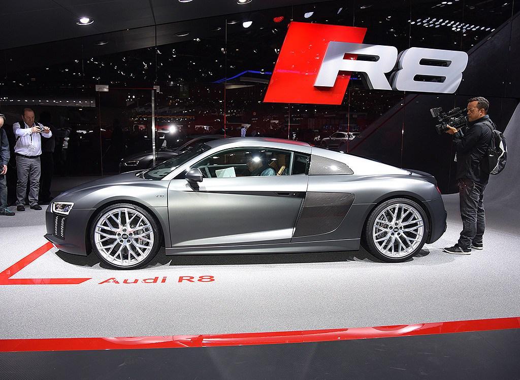 Geneva_2016_Audi_R8_35